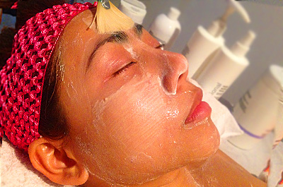 Facial exfoliation and balancing mask including lymphatic drainage